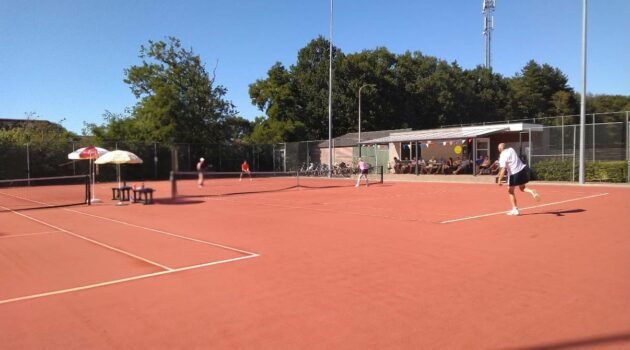 Alle leden van de sportvereniging mogen tijdelijk tenissen